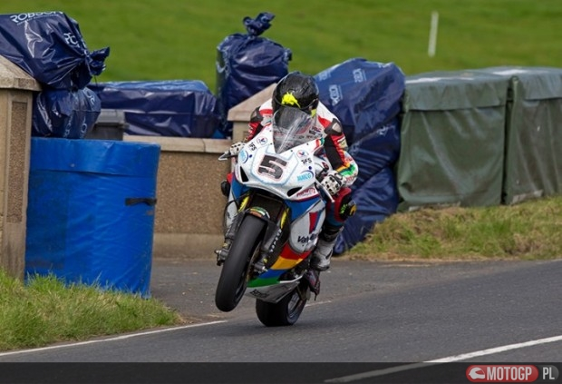 Lap_record_holder_Bruce_Anstey_had_a_superbike_win_last_year