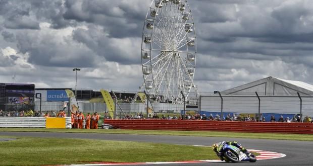 GP Wielkiej Brytanii: Rossi wygrywa w deszczowym Silverstone!