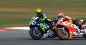 Wideo: Rossi wyrzuca Marqueza w GP Malezji