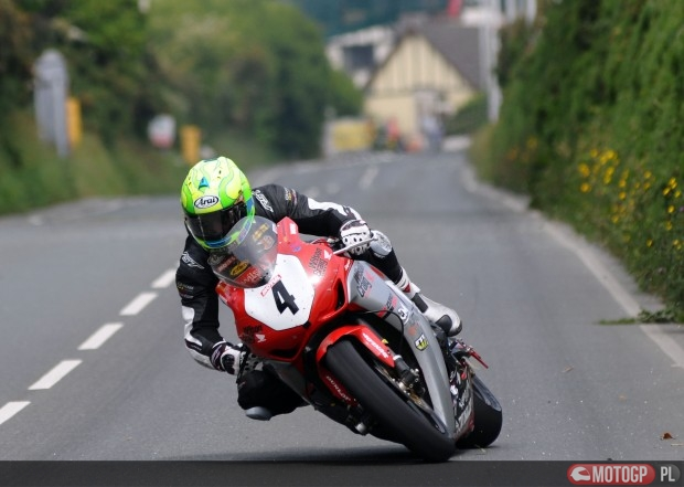 PACEMAKER BELFAST 02/06/12: Cameron Donald on his Wilson Craig Honda at the Nook during the Superbike race at the 2012 Monster Energy Isle of Man TT PHOTO BY SIMON PATTERSON/PACEMAKER