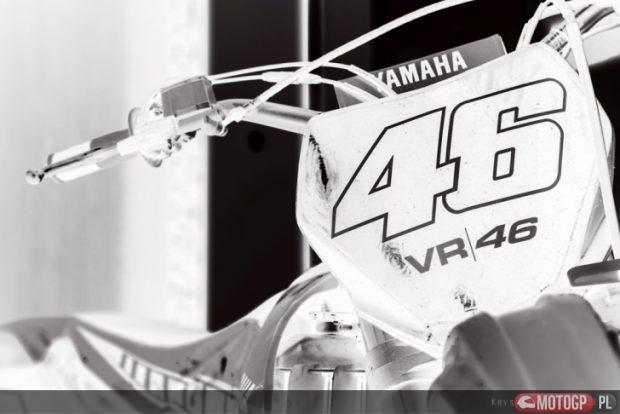 12. Troszkę negatywu i przód motocykla, którym na codzień Rossi trenuje na Ranczu.