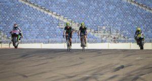 Wideo: Zespół Yamahy i kolarski team Movistar